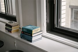 books-698422__180