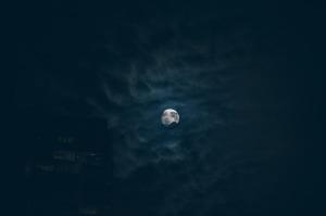 moon-690843_640