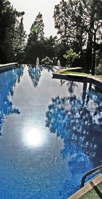 pool-199148_960_720
